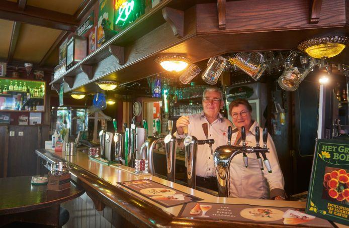 Trees en Tien Verstraten stoppen na 45 jaar met café 't Oventje,
