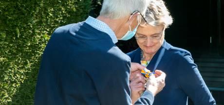 Marga van Weelden-Hulshof in Putten wordt Officier in de Orde van Oranje Nassau