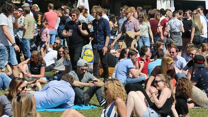 Rond het middaguur was het maximaal aantal bezoekers (20.000) op het Utrechtse Bevrijdingsfestival bereikt.