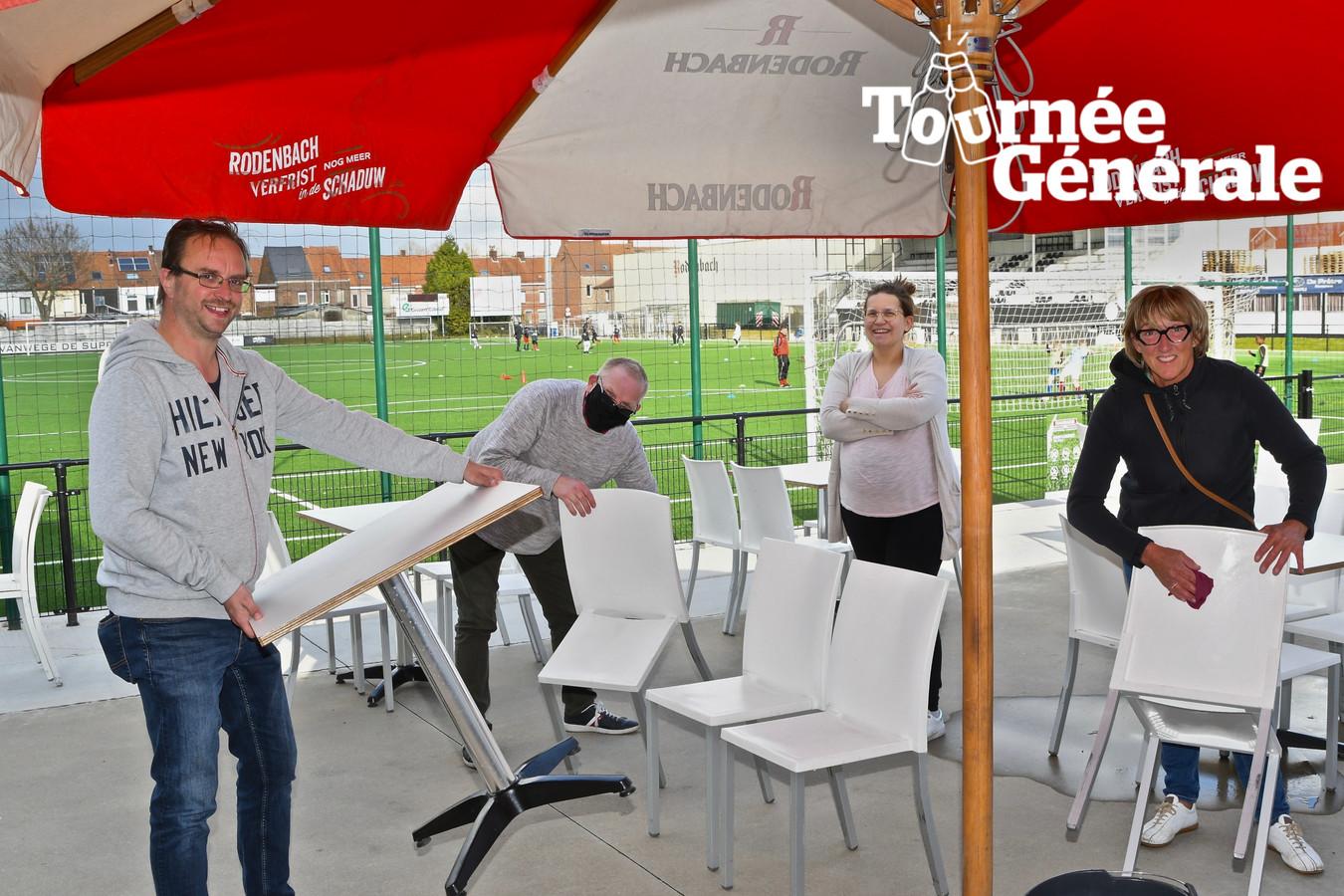 Bij Club Roeselare is het alle hens om een gezellig terras te installeren bij de kantine op het Rodenbachstadion.
