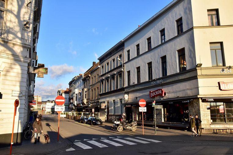 De Burgemeester Reynaertstraat in Kortrijk, de populaire uitgaansbuurt