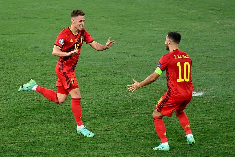Vreugde bij de broertjes Thorgan en Eden Hazard na de zege tegen Portugal. Beeld BELGA