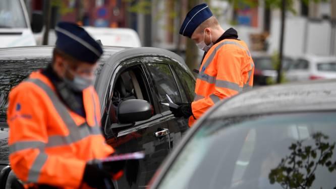 Man botst tegen twee auto's tijdens grote verkeerscontrole, 57 chauffeurs en 3.430 auto's gecontroleerd