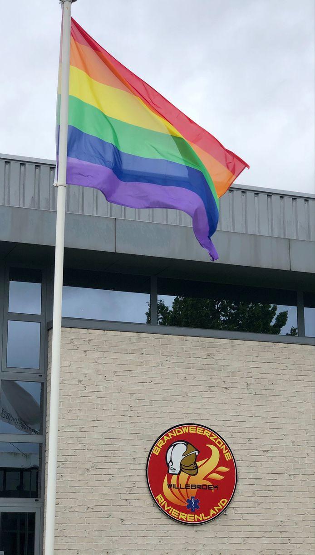 WILLEBROEK - Brandweerzone Rivierenland laat regenboogvlaggen wapperen aan kazernes
