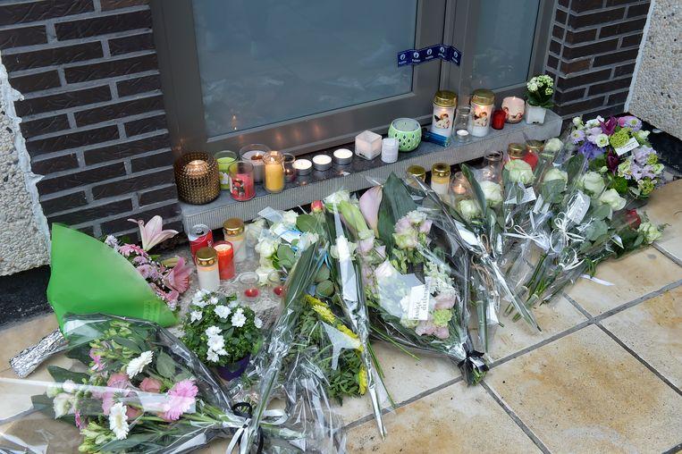 Wake bij het huis van de vermoorde Bjorn De Vrieze. Vrienden en familie hielden een stil moment.