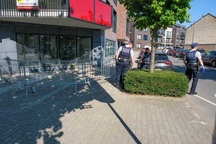 Vorige week maandag kamde de politie het gebied rond de moordplaats nog uit tijdens een zoektocht naar het moordwapen.