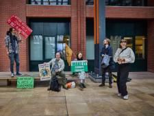 Rotterdam is de stad van kolen en olie, maar deze activisten hebben het op een melkfabriek gemunt
