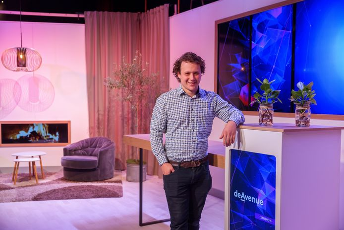 De Avenue in Breda heeft de evenementenzalen tijdelijk omgebouwd naar studio's, te huren bijvoorbeeld voor live streams. Eigenaar Rens de Grauw kan daardoor zijn zalen en personeel toch inzetten tijdens coronamaatregelen.