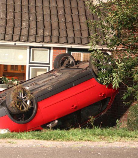 Auto slaat over de kop en crasht tegen woonhuis in Marle: 'Daar heb je er weer een'