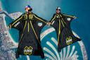 Fred Fugen (R) and Vincent Reffet (L) tijdens een vlucht met een wingsuit boven Dubai.