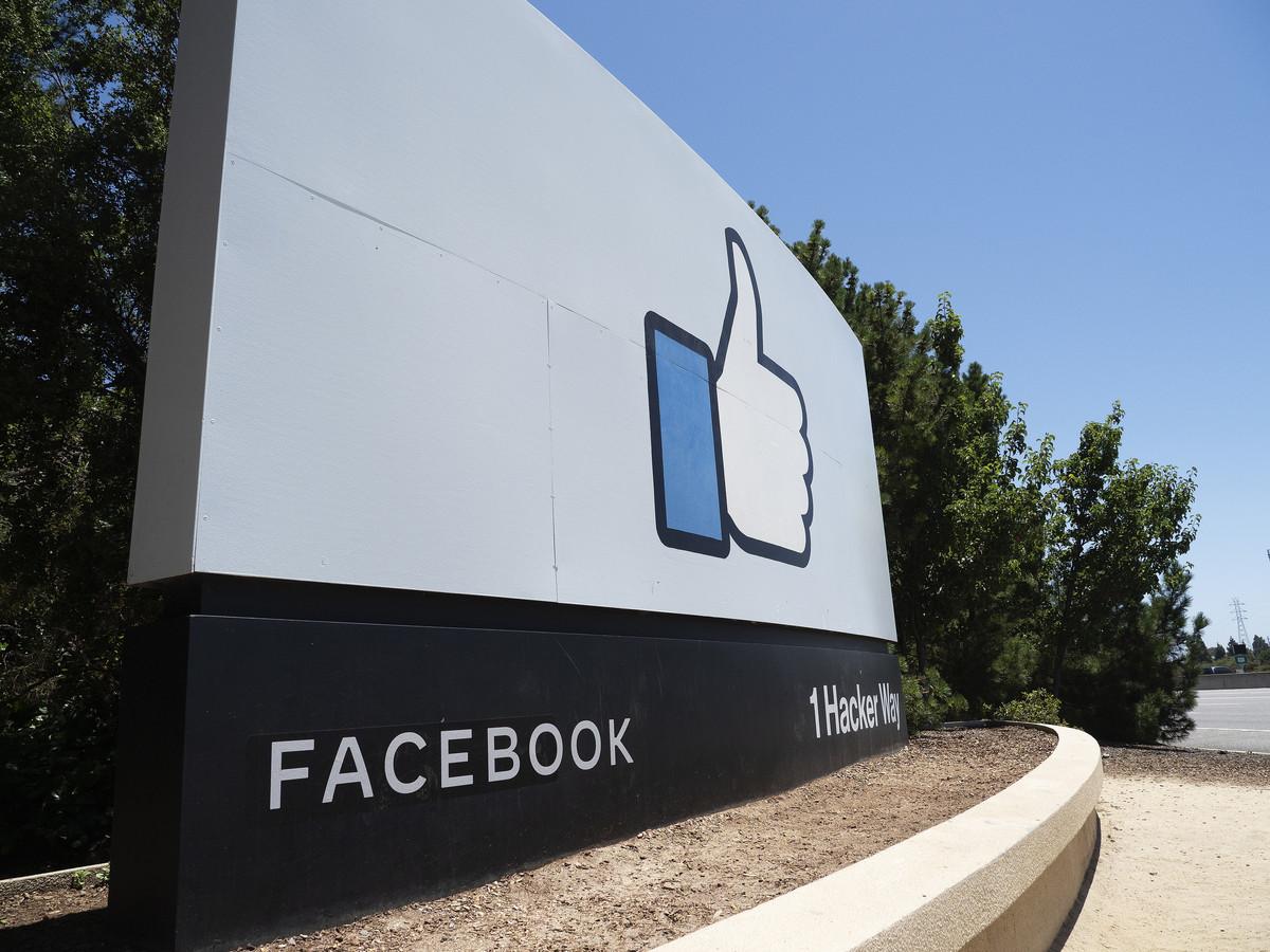 De ingang van de campus van Facebook in Californië.