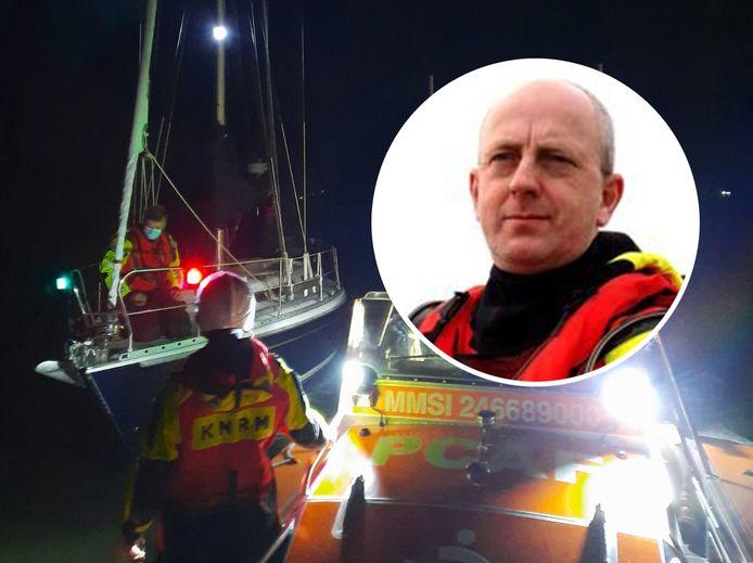 De zeilboot van Elma de Bock en Willem Mutze krijgt hulp van de KNRM met schipper Jan Balk (inzetje).