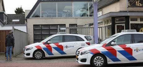Opnieuw veel politie op de been bij garagehouder in Soest, waar eerder hasj en xtc werd aangetroffen