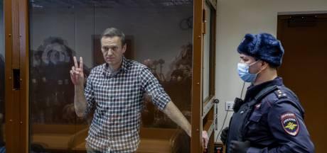 Navalny afgevoerd naar ziekenhuis strafkamp: 'Celgenoten hebben tbc'