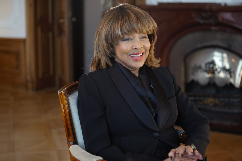 Tina Turner liet zich voor de documentaire 'Tina' interviewen in het chateau in Zürich waar zij woont met  haar Zwitserse echtgenoot. Beeld