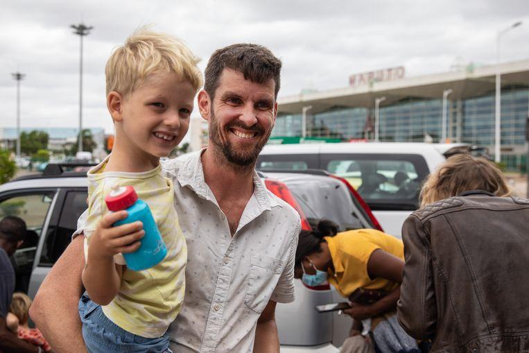 De Britse journalist Tom Bowker was werkzaam in Mozambique, maar werd door de regering het land uitgezet. Beeld EPA
