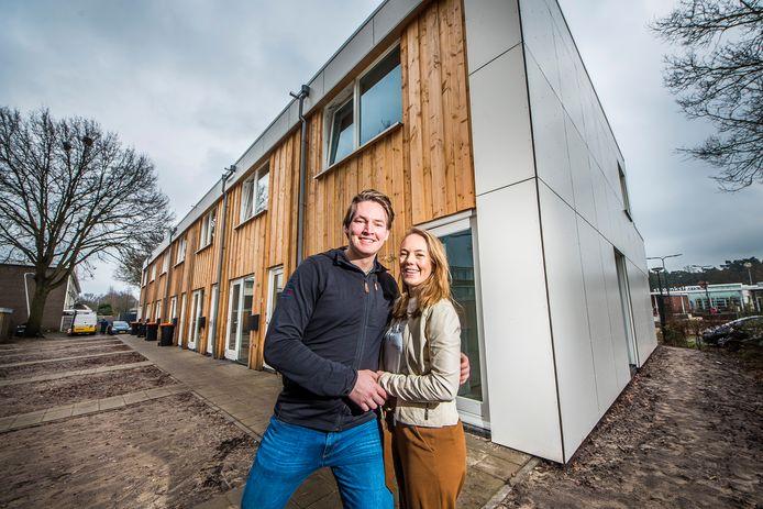 Sebastian Pohlman en vriendin Moni Tilmans behoren tot de eerste bewoners van het bijzonder bouwproject in Stroinkslanden.
