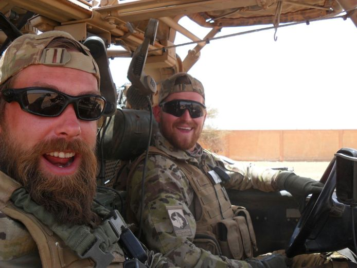 Henry Hoving (29) en Kevin Roggeveld (24) op patrouille in Mali.