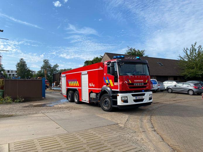De brandweer kreeg het vuur op het recylcagebedrijf snel onder controle.