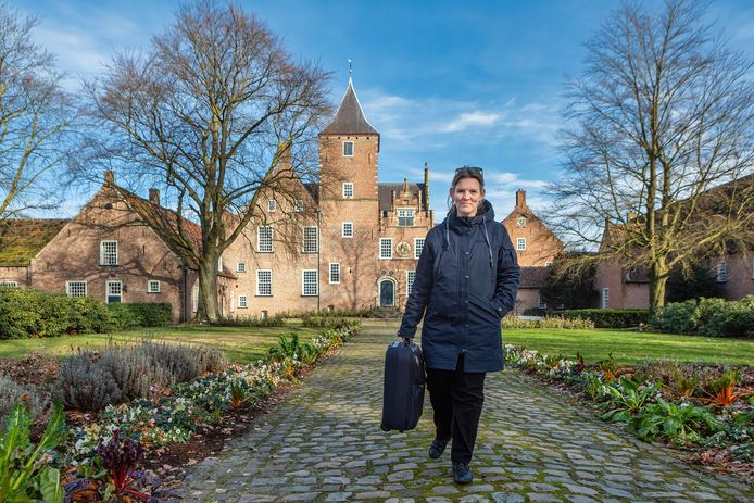 Schrijfster Marijke Schermer verbleef vijf dagen in norbertinessenpriorij Sint Catharinadal in Oosterhout. op verzoek van Tilt, het Prins Bernhard Cultuurfonds Noord-Brabant en het grote Kloosterleven project. Zondagmiddag ging ze weer naar huis.