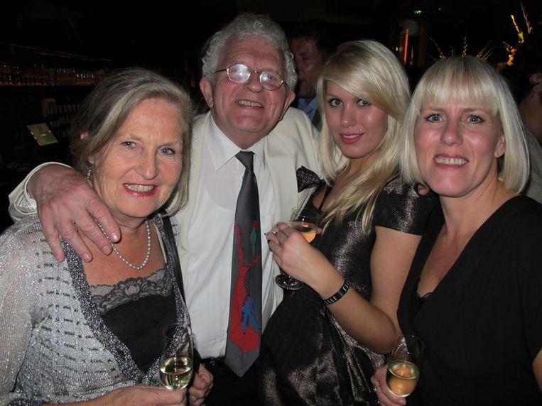Piet Calis, schrijver van oa de Vondelbiografie, nam zijn drie eigen Marilyns mee. 'Ga nooit de deur uit zonder harem'. Beeld