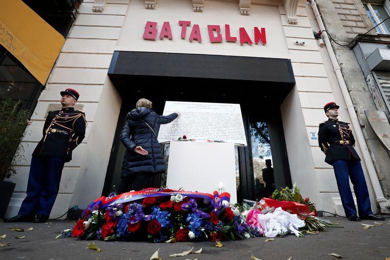 Concertzaal Bataclan bij de herdenking op 13 november 2018 van de aanslag in 2015. Beeld EPA