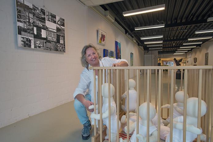 Annet Teunissen is een van de zeventien kunstenaars die exposeert tijdens de zomerexpositie 'Achter de Hekken' bij K26.
