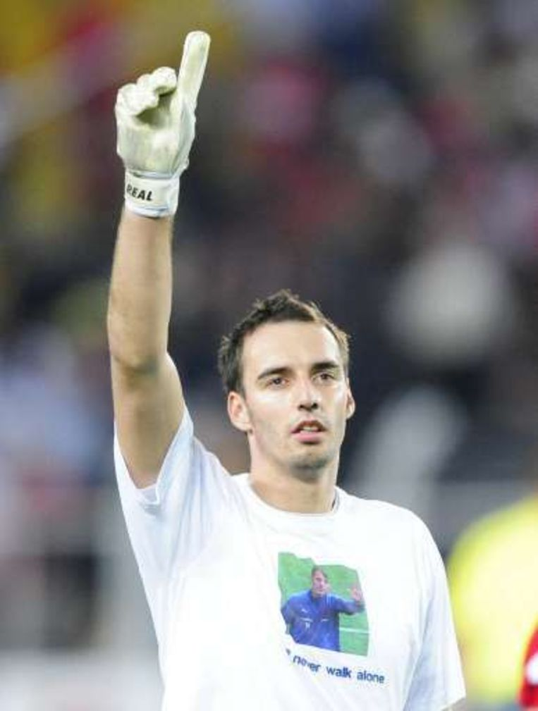 Stijnen, met Sterchele-shirt, speelde net als de Belgische achterhoede erg secuur. Beeld UNKNOWN