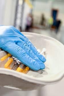 """Une troisième injection du vaccin prévue à partir de décembre """"pour renforcer l'immunité"""""""