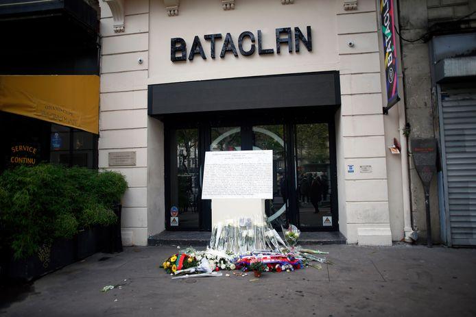 Bloemen bij theater Bataclan.