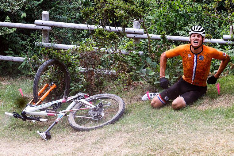 De Nederlander verbijt de pijn aan rug en heup. Beeld Photo News