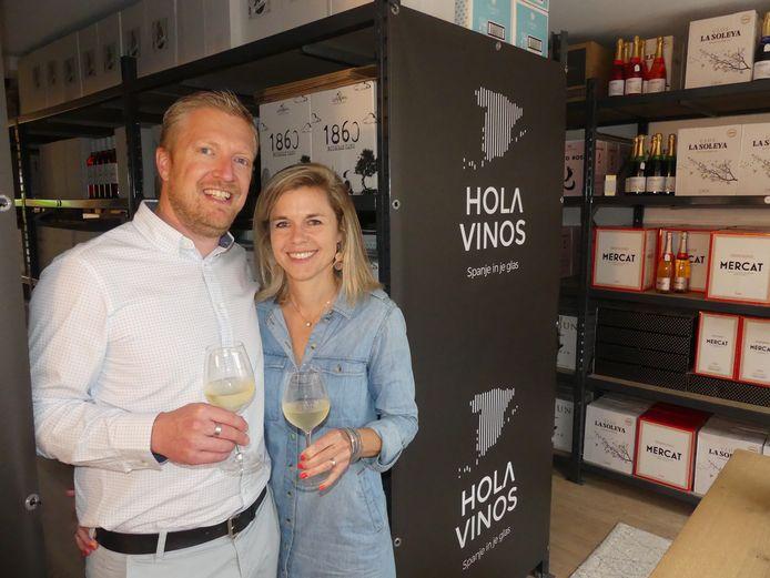 Wouter Claeys en Hannelore De Smet in hun magazijn in Machelen.
