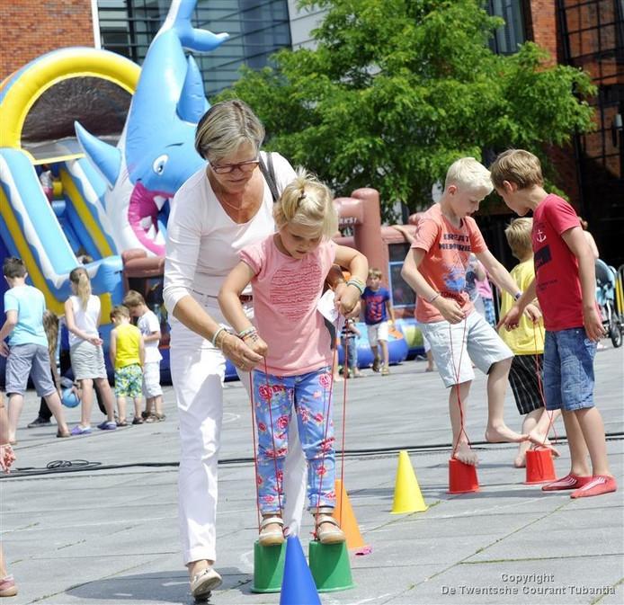 Het Europaplein in Rijssen krijgt een speelfunctie voor kinderen