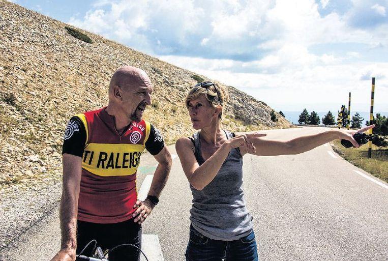 Regisseur Nicole van Kilsdonk met Wilfried de Jong die André speelt in de film 'Ventoux'. Beeld