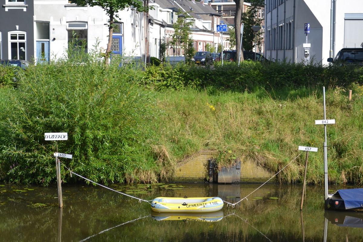 Op de ligplaats heeft eigenaar Arnoud van Werkhoven de ludieke opvolger van Dazeekoe aangemeerd. foto Corné Luyken