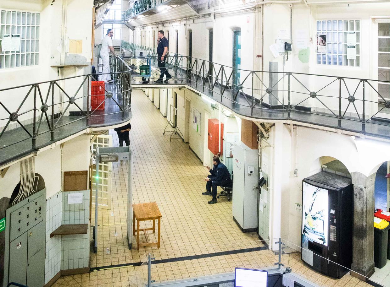 De gevangenis van Dendermonde. Hier zijn 159 plaatsen voor 250 gedetineerden. Beeld Bas Bogaerts