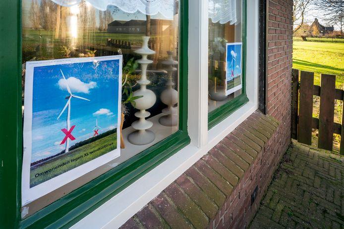 De komst van drie windmolens viel niet bij iedereen in Hoenzadriel goed.