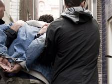 Man slaat bij het Zuidplein jongen (17) zonder aanleiding het ziekenhuis in
