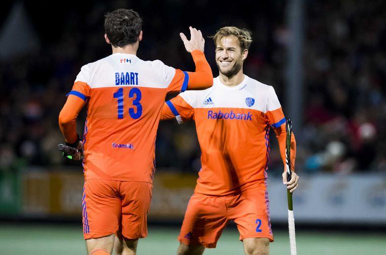 Jeroen Hertzberger (rechts) heeft gescoord  tijdens Nederland-Ierland (7-1), de voor Nederland laatste wedstrijd op eigen bodem in aanloop naar het WK hockey.  Beeld ANP