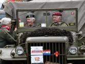 Doedelzakken klinken, tanks en jeeps rijden door centrum Tilburg