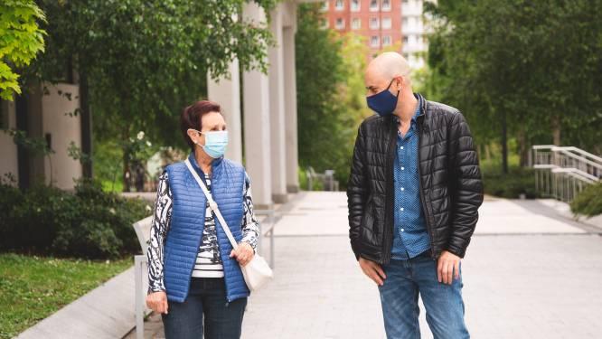 Vrienden blijven, ook als je elkaar minder ziet: 'Stuur eens een kaartje of ga samen wandelen'
