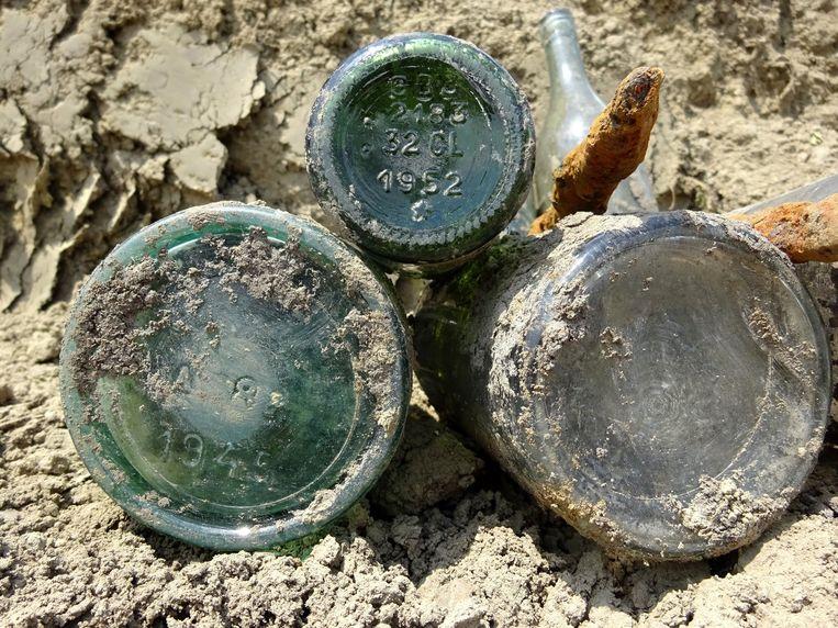 Tijdens opgravingen in de omgeving van de beverenstraat ontdekten archeologen een flesje Rodenbach van 67 jaar oud.