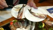 Confrerie van Nonkels en Tantes van Valeir degusteert Hollandse maatjes in de Isorex Arena in Gavere
