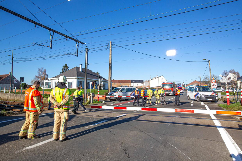 Aan spooroverwegen gebeuren vaak ongevallen. Beeld Tom Vierendeels