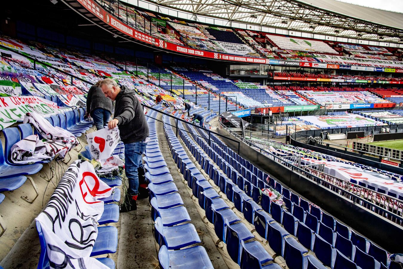 Met het oog op de bekerfinale tussen Ajax en Vitesse werden de duizenden spandoeken met steunbetuigingen aan Feyenoord uit stadion De Kuip verwijderd.