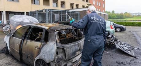Vierde autobrand in Zwolle in ruim een week tijd, maar dader nog niet gepakt. Hoe kan dat?