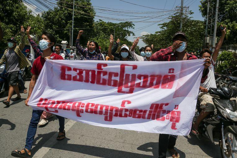Bij demonstraties tegen de coup zijn zeker 815 mensen overleden door hardhandig ingrijpen van ordetroepen. Beeld EPA