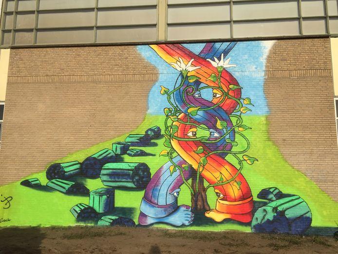 In de graffiti zit een boodschap: 'Uit het oude bloeit iets nieuws'.