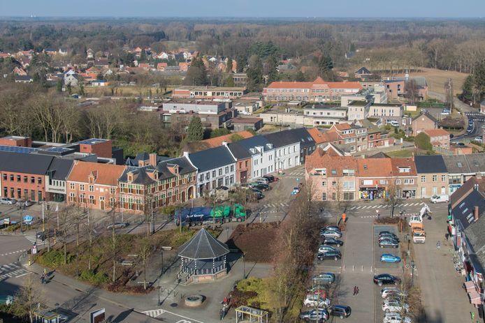 Een luchtfoto van het centrum van Meerhout.