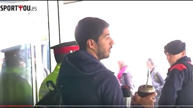 Suárez vergeet paspoort voor reis naar Londen